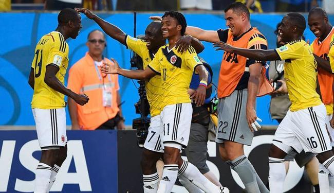 Colombianos dançam para comemorar gol que garante a classificação - Foto: Agência Reuters