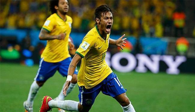 Neymar comemora após marcar o gol de empate, de pênalti - Foto: Damir Sagolj l Reuters