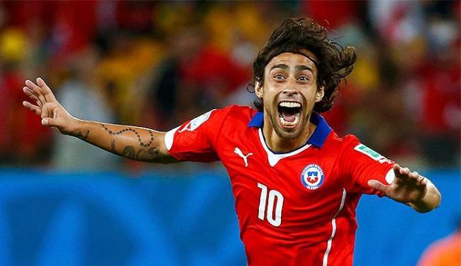 Valdivia comemora após marcar o segundo gol do Chile - Foto: Paul Hanna l Reuters