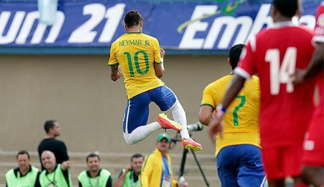 Neymar vibra após abrir o placar contra o Panamá, com gol de falta - Foto: Wander Roberto l VIPCOMM