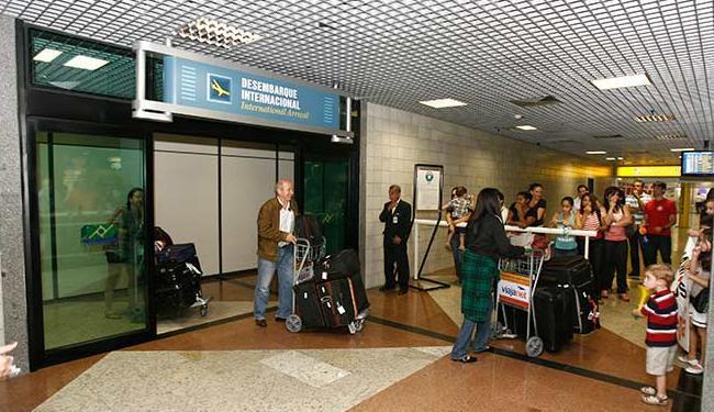 Turistas serão atendidos por recepcionistas bilíngues em loja de atendimento 24 horas no aeroporto - Foto: Luciano da Matta | Ag. A TARDE