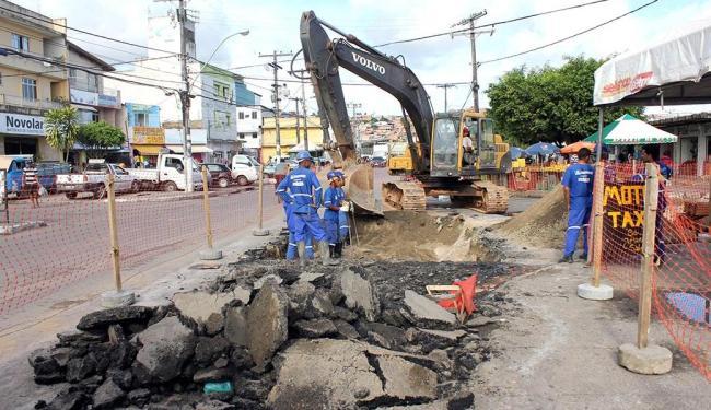 A rua Eduardo Dotto (Paripe) é uma das que tiveram parte da pavimentação retirada - Foto: Divulgação   Agecom