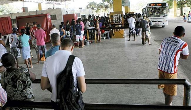 Passageiros esperavam pelos coletivos na Estação Pirajá - Foto: Marco Aurélio Martins | Ag. A TARDE