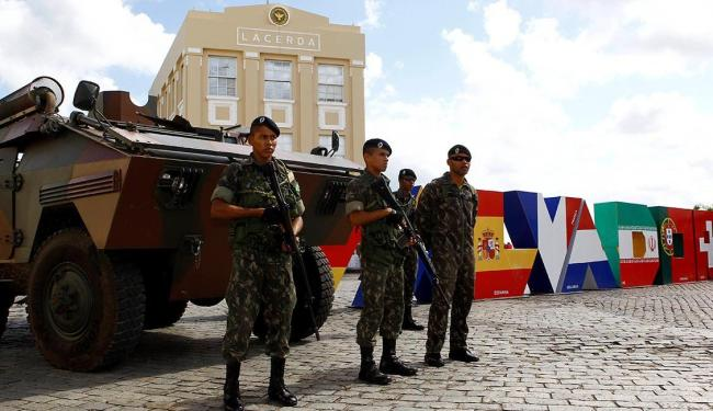 Sessenta e dois militares do Exército fizeram treinamento no Centro Histórico nesta quarta - Foto: Eduardo Martins | Ag. A TARDE