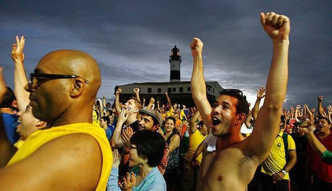 Na Barra, torcedores, na maioria estrangeiros, acompanharam triunfo brasileiro - Foto: Raul Spinassé l Ag. A TARDE