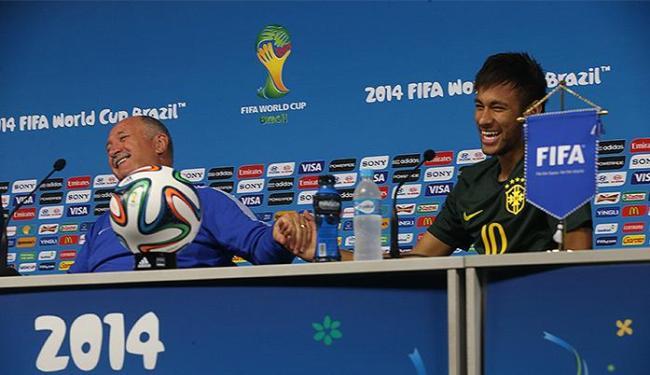 Ao lado de Neymar, técnico elogia o grupo e se mostra satisfeito com evolução - Foto: Jefferson Bernardes l VIPCOMM