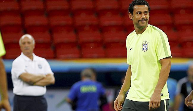 Observado por Felipão, Fred sorri em treino da Seleção - Foto: Eduardo Martins   Ag. A TARDE