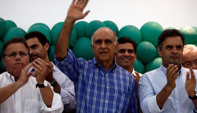 Paulo Souto ao lado de Geddel e Aércio Neves, candidato à presidência - Foto: Luiz Tito | Ag. A TARDE