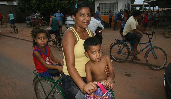 Graciete Xavier Nascimento chegou em Luiz Eduardo há um ano com marido e dois filhos - Foto: Miriam Hermes   Ag. A TARDE