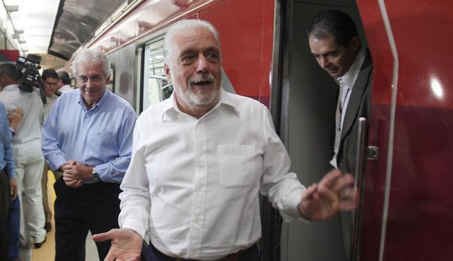 O governador Jaques Wagner fez a primeira viagem no metrô de Salvador - Foto: Lúcio Távora | Ag. A TARDE
