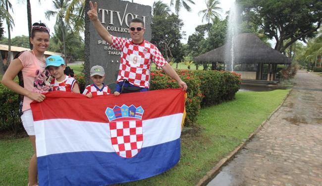 Katarina (E), Igor, Kruno e Igor pai: viagem ao Brasil foi promessa por classificação croata - Foto: Lúcio Távora | Ag. A TARDE