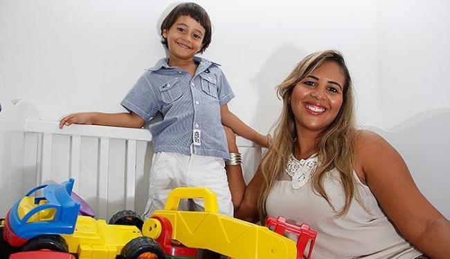 Sibele Reis, mãe de Breno, de 3 anos, é contra o castigo físico - Foto: Joá Souza | Ag. A TARDE