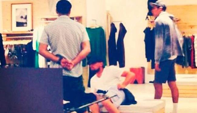 Ator passou a tarde de sábado, 14, fazendo compras em Búzios - Foto: Instagram | Reprodução