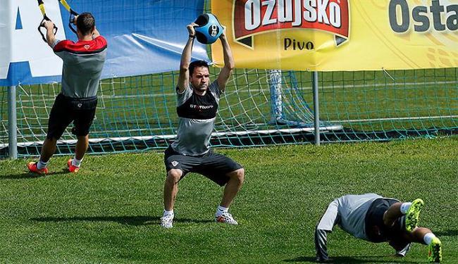 Milan Badelj (C), jogador do Hamburgo, será o substituto de Mocinic - Foto: Antonio Bronic | Ag. A TARDE