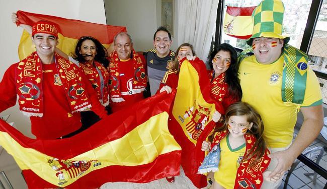 A torcida da família Nóvoa fica dividida entre o Brasil e a Espanha nesta Copa do Mundo de 2014 - Foto: Marco Aurélio Martins | Ag. A TARDE