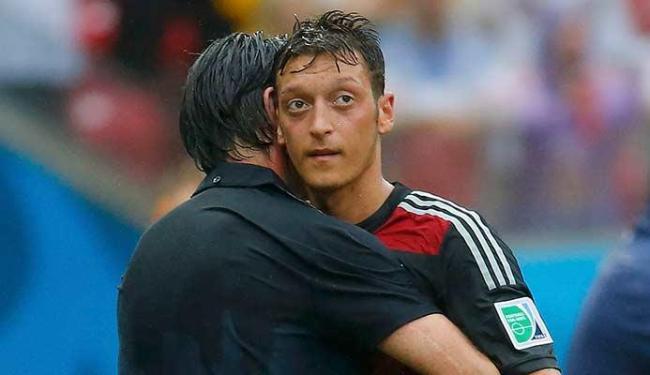 Apesar de ser muçulmano, o jogador da Alemanha Ozil disse que não vai fazer o ramadã - Foto: Laszlo Balogh   Agência Reuters