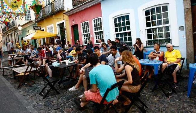 Bares do Pelourinho têm ficado cheios de turistas - Foto: Margarida Neide   Ag. A TARDE