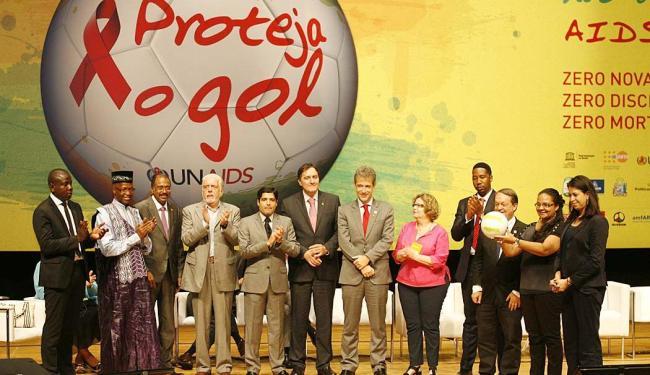 Representantes da ONU, governador Wagner, prefeito ACM Neto e demais autoridades lançaram campanha e - Foto: Marco Aurélio Martins   Ag. A TARDE