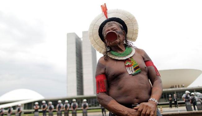 Raoni é um dos maiores defensores da Amazônia - Foto: Agência Reuters