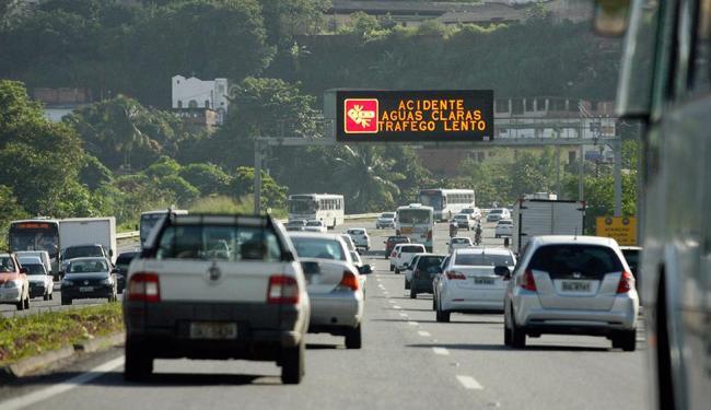Tráfego da rodovia fica mais intenso na região de Águas Claras - Foto: Marco Aurélio Martins   Ag. A TARDE