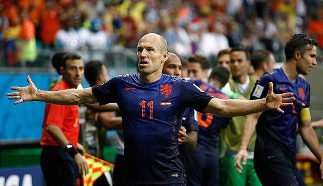 Robben, autor de dois gols, foi um dos destaques da Holanda no jogo em Salvador - Foto: Raul Spinassé | Ag. A TARDE