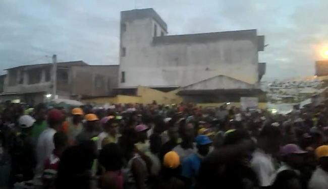 Multidão pulava atrás do trio de Igor Kannario quando aconteceu o tiroteio - Foto: Reprodução   Youtube