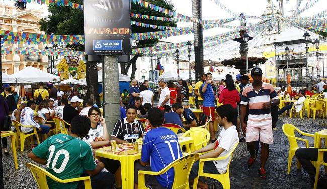 O setor de bares e restaurantes foi o maior beneficiado com a festa junina no Pelourinho - Foto: Margarida Neide   Ag. A TARDE