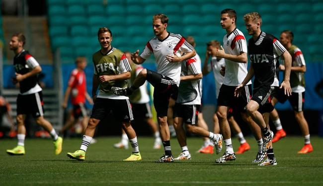 Alemães treinam no campo da Arena Fonte Nova, em Salvador - Foto: Raul Spinassé | Ag. A TARDE