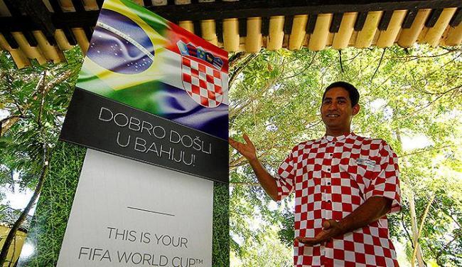 Em croata, totem do Tivoli dá as boas-vindas da Bahia à Croácia - Foto: Eduardo Martins | Ag. A TARDE