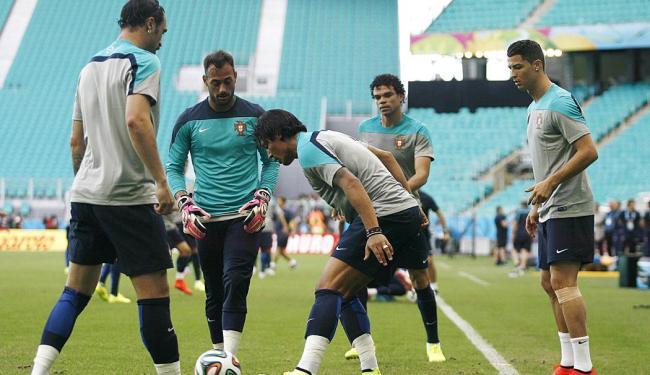 Seleção de Portugal faz reconhecimento do campo da Arena Fonte Nova - Foto: Raul Spinassé | Ag. A TARDE