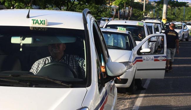 Serviço de rádio táxi é mais uma opção para o torcedor - Foto: Lúcio Távora   Ag. A TARDE