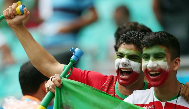 Iranianos esbanjaram bom humor e empolgação na Fonte Nova, em Salvador - Foto: Raul Spinassé | Ag. A TARDE