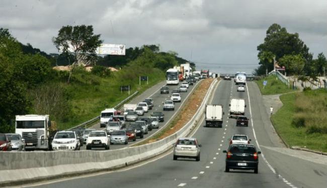 Veículos trafegam a 40 km/h. Caminho da rodoviária de Salvador a Simões Filho chega a 1h - Foto: Margarida Neide | Ag. A TARDE