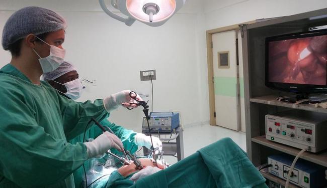 Aparelho beneficia maioria das cirurgias abdominais, como apêndice, vesícula, cisto de ovário e bari - Foto: Andréa Sued | Divulgação