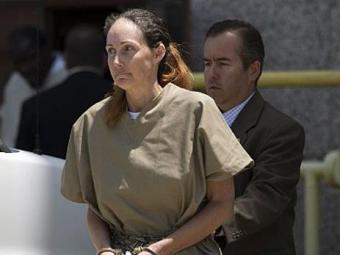 Shannon Richardson é escoltada de tribunal no Texas após condenação - Foto: AP Photo