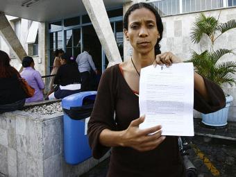 Bárbara espera que a operadora libere a realização de um cateterismo em sua irmã - Foto: Margarida Neide   Ag. A TARDE