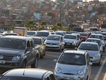 Contribuintes com veículos devem ficar atentos ao número final da placa para não passar do prazo - Foto: Joá Souza   Ag. A TARDE