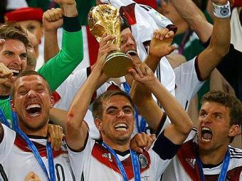 Decisão foi tomada depois que Philipp Lahm levantou a taça da Copa do Mundo - Foto: Kai Pfaffenbach   Reuters
