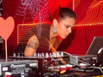 DJ Carol Morena é uma das atrações da noite - Foto: Rafael Coala   Divulgação
