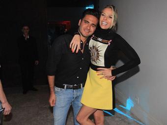 Adriane Galisteu com o aniversariante Sérgio K - Foto: Celso Tavares | EGO