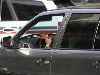 O número de infrações deixar de usar o cinto ou falar ao celular enquanto dirige subiu 23,2% - Foto: Raul Spinassé | Arquivo | Ag. A TARDE