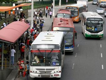 Consórcios disputam operação das linhas de ônibus da capital baiana - Foto: Joá Souza   Ag. A TARDE