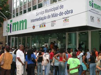Os interessados devem ir a um dos postos do Simm e levar a documentação necessária - Foto: Eduardo Martins  Ag. A TARDE