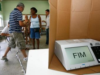 Candidatos criam planos para ganhar os eleitores em várias cidades - Foto: Iracema Chequer   Ag. A TARDE   03.10.2010