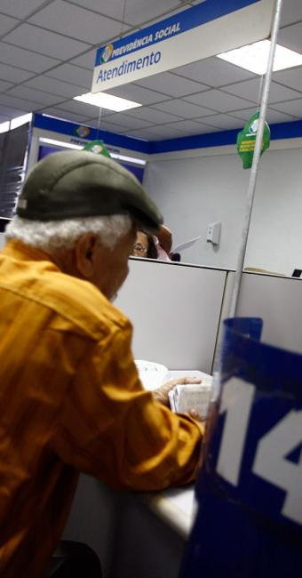 Datas de pagamento variam de acordo como número final do cartão de benefício - Foto: Mila Cordeiro | Ag. A TARDE | 12.2010