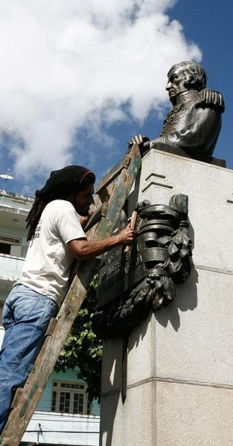 Busto do general Labatut, na Lapinha, passou por limpeza - Foto: Luciano da Matta | Ag. A TARDE