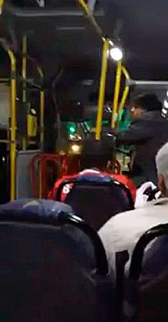 Motorista pediu para catador sair - Foto: Reprodução | Facebook