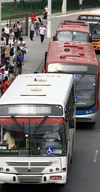 Usuários querem melhoria do serviço e definição de disputa entre prefeitura e estado - Foto: Joá Souza | Ag. A TARDE