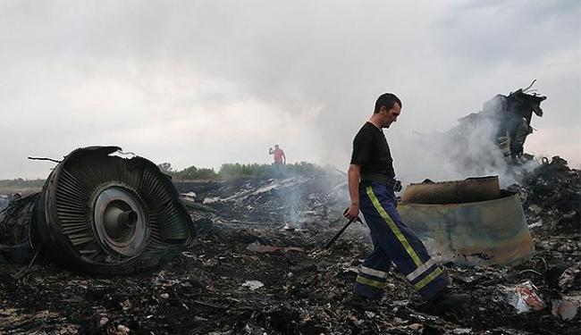 Voo da Malaysia Airlines com 298 passageiros caiu em território ucraniano - Foto: Maxim Zmeyev l Reuters