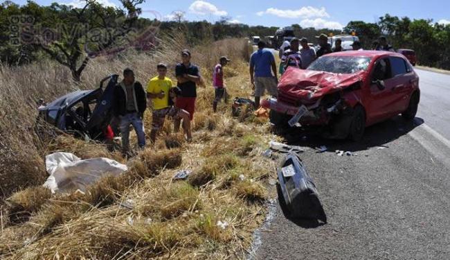 Os quatro ocupantes do Uno foram lançados para fora do veículo e morreram na hora - Foto: Reprodução | Blog Sigi Vilares